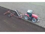 麦赛福格森8737带库恩翻转犁耕地作业视频