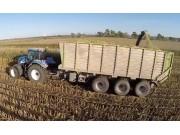 紐荷蘭FR700自走式青貯收獲機作業視頻