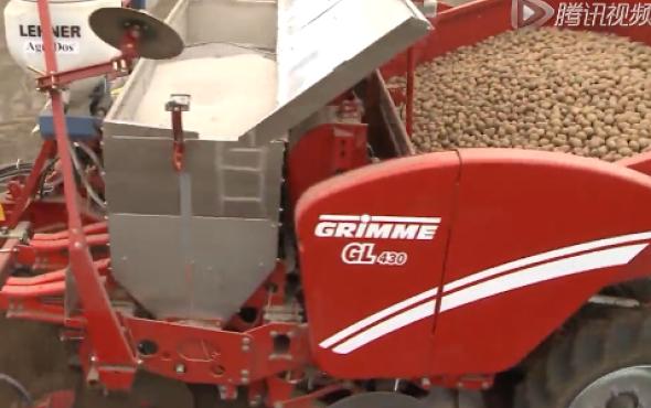 格立莫GL430四行牽引馬鈴薯播種機作業視頻