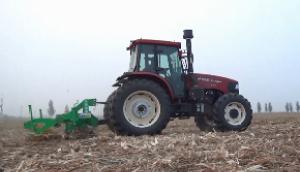 沃得奥龙1504拖拉机田间深松作业视频