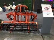 橙色云果园垄上除草机 高灵敏避障创新设计引关注