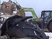 科乐收(CLAAS)Arion650拖拉机和纽荷兰8870拖拉机作业视频