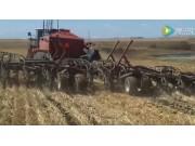 Versatile拖拉机配ML930 950气吹条播机