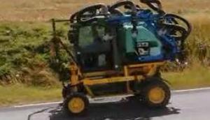 BERTHOUD公司自走式灌木植保机-作业视频