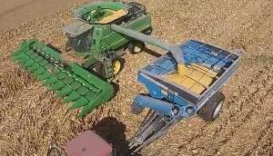 Kinze公司新款粮食转运车-作业视频