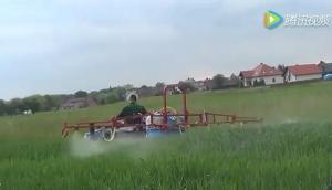 井关150拖拉机配小型悬挂式喷药机视频