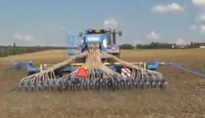Farmet公司Falcon系列气力式条播机-作业视频
