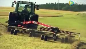 FELLA公司TS系列双向搂草机-作业视频