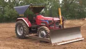 馬恒達NOVO系列拖拉機配套前置推土鏟-作業視頻