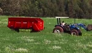 朱米爾公司VAGAO飼料拖車-作業視頻