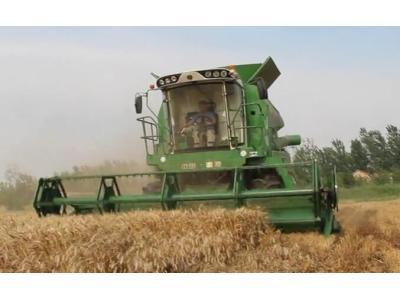 润源4LZ-12大型谷物联合收割机视频