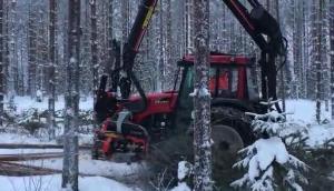 维美德拖拉机配Nisula325H伐木机作业