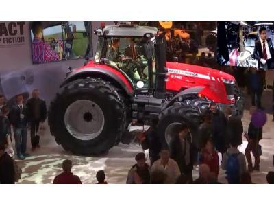 SIMA展会上麦赛福格森MF8700拖拉机