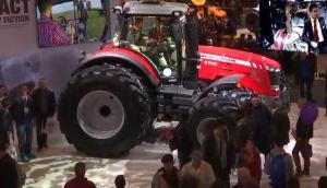 SIMA展會上麥賽福格森MF8700拖拉機