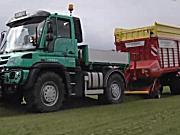 博田公司牧草捡拾拖车作产品展示
