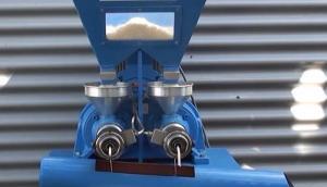 Farmet公司椰子压榨机作业视频