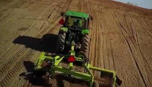 SCHULTE公司Titan5000撿拾機和SRW1400摟草機共同作業視頻