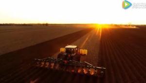 大平原Lister起壟機在密西西比三角洲農場作業