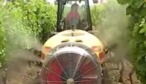 博格风力喷药机作业视频