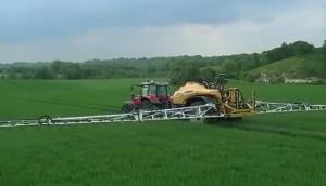 挑战者RoGator300牵引式喷药机作业视频