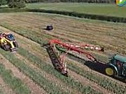 伊诺罗斯Easy Rake大型指轮式搂草机作业视频