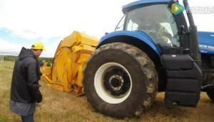 纽荷兰T8.420拖拉机配套RA1500开沟机作业视频