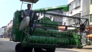 金大丰4LZ-5水稻收割机现场演示视频