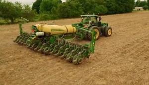 约翰迪尔设备服务大农场数十年视频