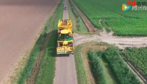驾驶室可以移动的马铃薯收获机械
