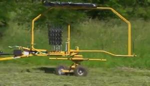 威猛RR140旋转搂草机作业视频