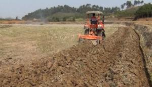農夫NF-702拖拉機起壟現場-作業視頻