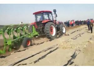 江苏悦达黄海金马1504拖拉机作业视频