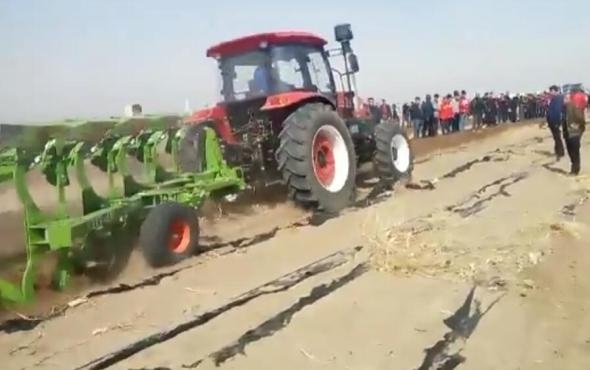 江蘇悅達黃海金馬1504拖拉機作業視頻