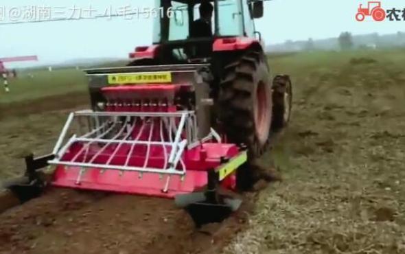 旋耕施肥播种机作业视频