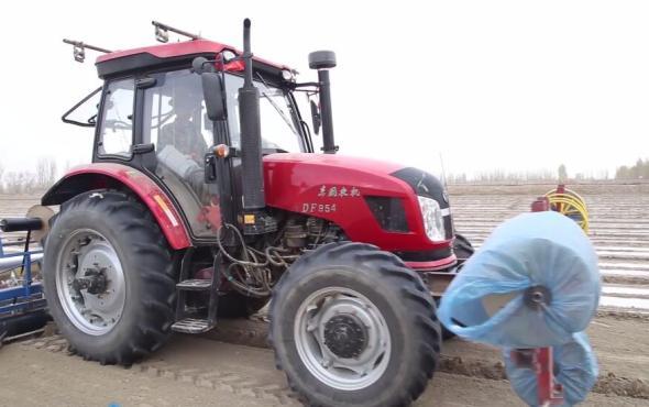 东风农机DF954拖拉机作业视频