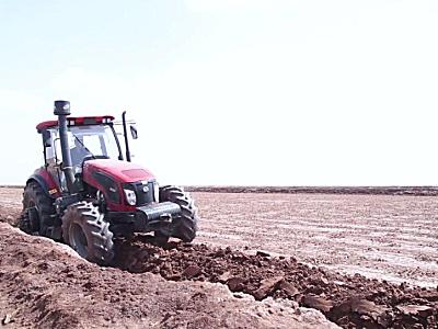 東風農機DF2204拖拉機作業視頻