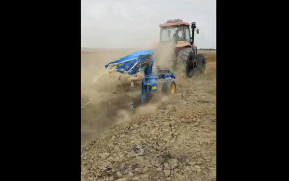 農神1LFT-450翻轉犁配套凱爾2004荒草地作業視頻