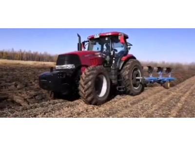 农神1LFT-550翻转犁配套凯斯2104耕地作业中