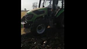 農神1LFT-440翻轉犁配套耕王1404玉米茬耕地作業