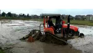 湖南农夫NF-702履带拖拉机水田作业视频