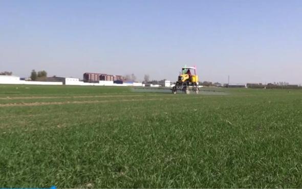 中農豐茂3WPZ-700型自走式噴桿噴霧機作業視頻