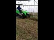 亿森履带拖拉机大棚作业视频