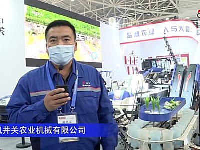 東風井關雙行式乘坐式移栽機--2020中國農機展