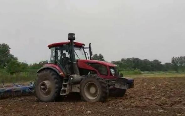东风DF2404轮式拖拉机作业视频