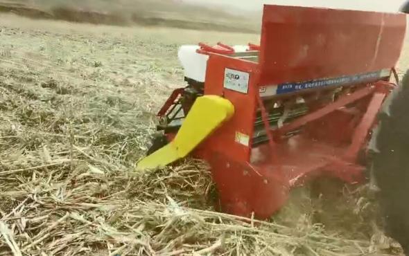 鑫樂免耕播種機厚層玉米秸稈地塊作業演示視頻