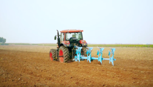 几何重工大马力拖拉机作业视频