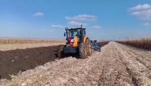 薩丁2204拖拉機作業視頻