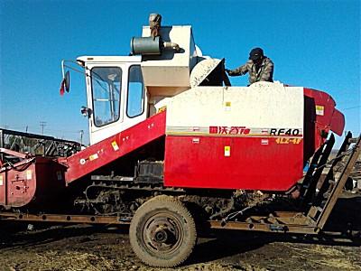 雷沃谷神4LZ-4F水稻收获机