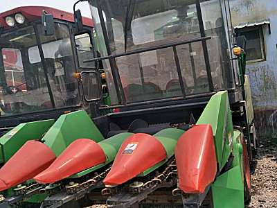 新三王4YZ-3D玉米联合收获机