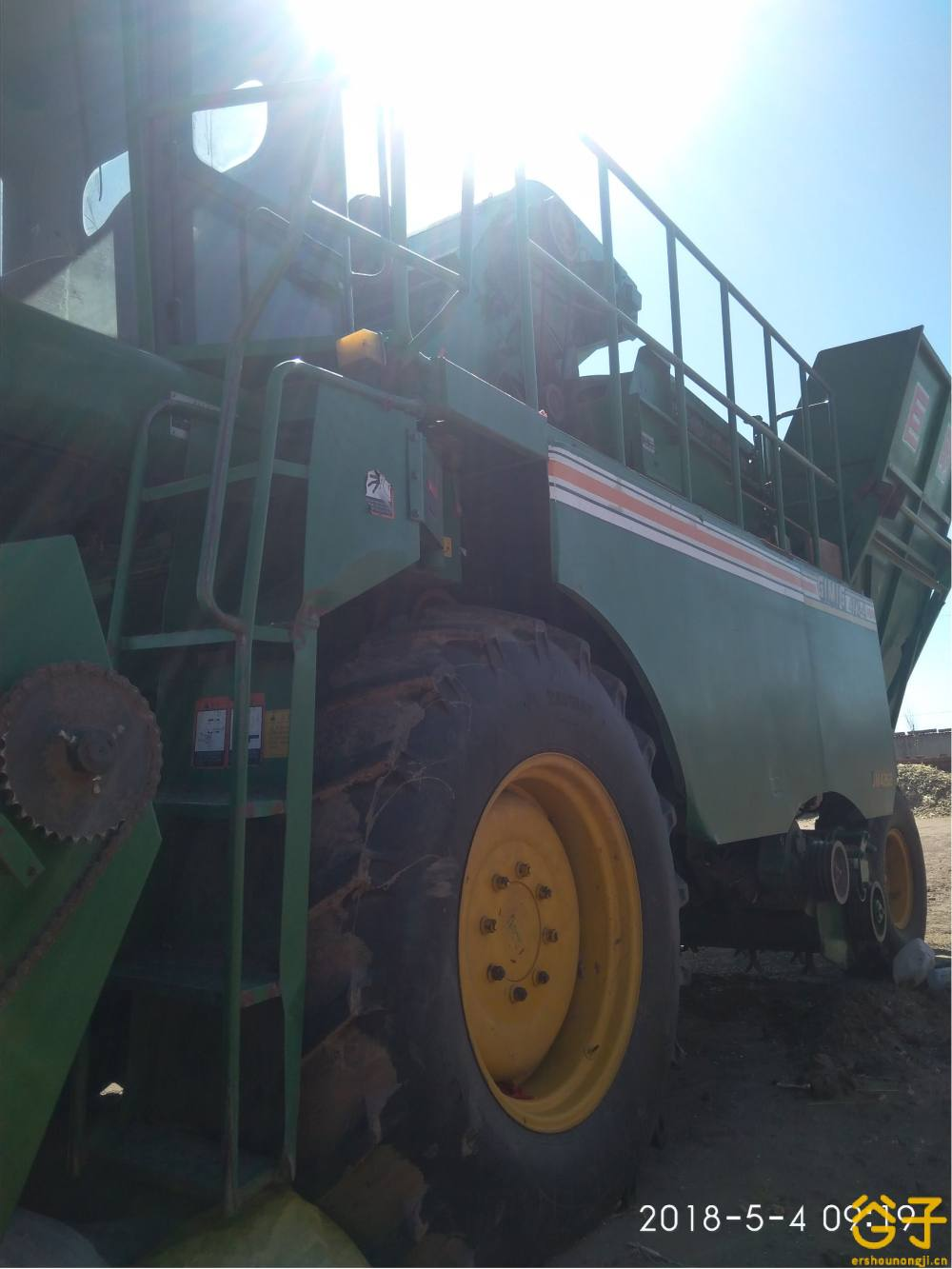 巨明4YZP-5型五行自走式玉米联合收获机